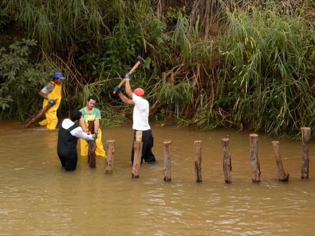 Técnica usada pela primeira vez no Brasil, aumenta a oxigenação, diminui a  velocidade da água, aumenta a infiltração e aumenta o número de peixes