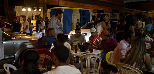 Promoção inédita da SKOL CURTISOM e a produção do Luau StakaZero, lota rua do centro de Poções