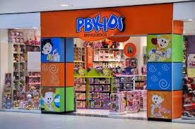 Loja de brinquedo é acusada de preconceito racial ao causar constrangimento a cliente negra