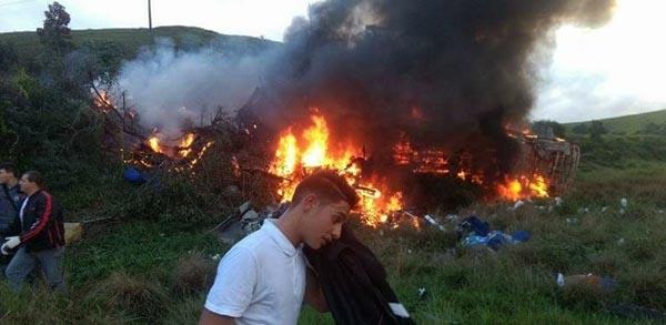 15 mortos em um trágico acidente na BR 101