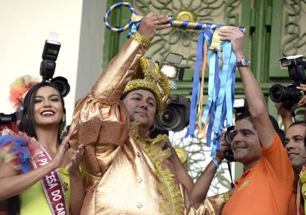 ACM Neto e Claudia Leite oficializam o carnaval 2018 em Salvador