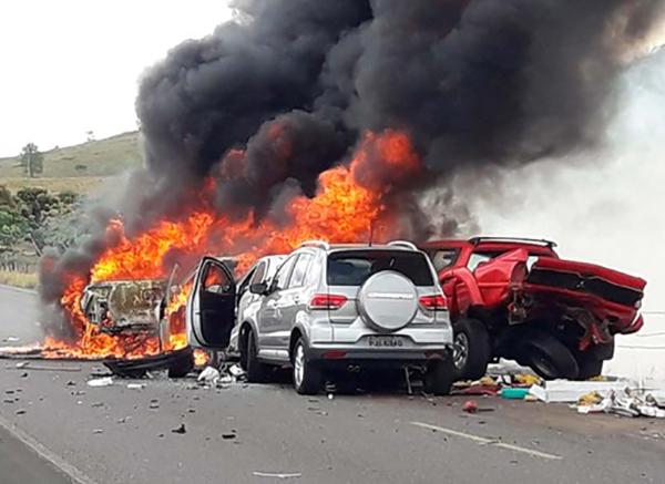 Queimada provoca acidente na BA-130 em ITORORÓ