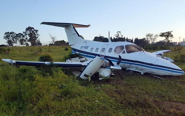 Avião faz pouso de emergência em bairro de Campinas