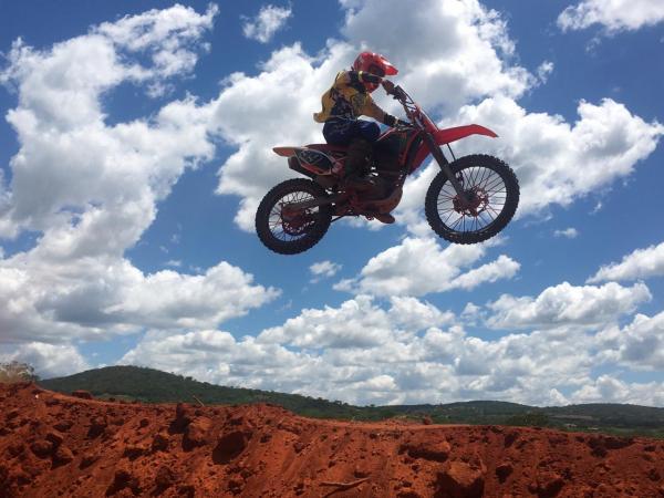 Pilotos testam a nova pista de Motocross