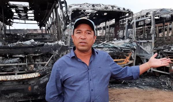 Fogo destróionibus escolar na Barra