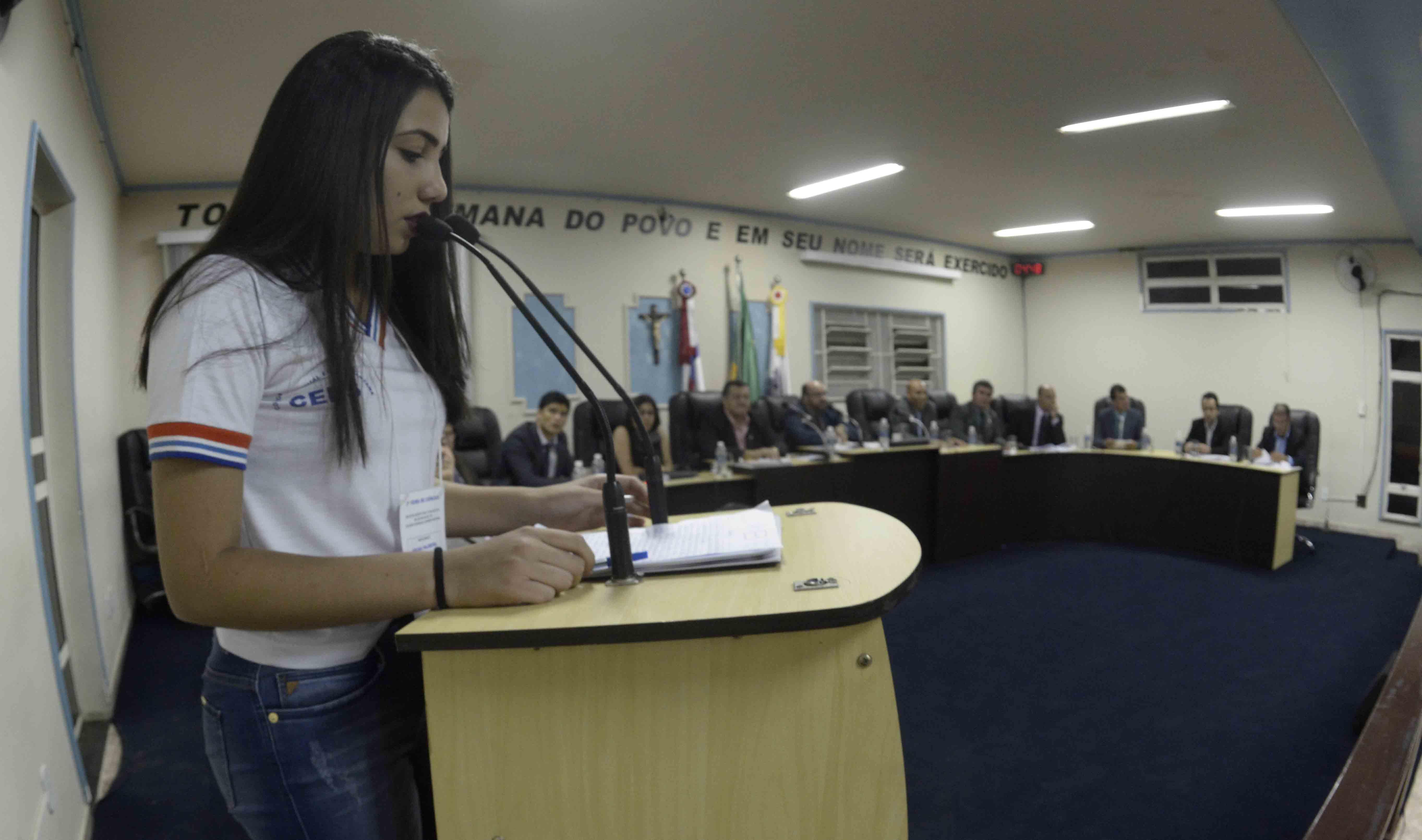 Alunos do Colégio Eurides Santana salvam a segunda reunião da Câmara do Vereadores de Poções