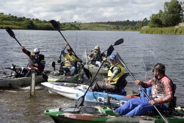 Pesca com Caique na Barragem de Morrinhos